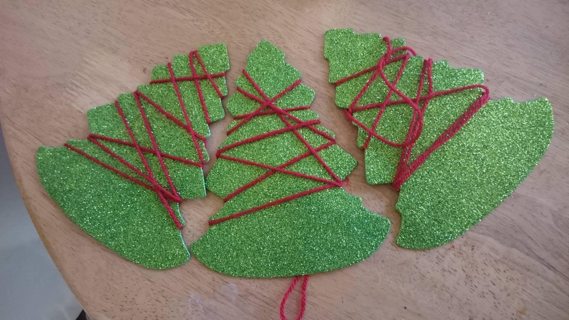 Christmas craft children tree garland midwife and life for Garland christmas tree craft