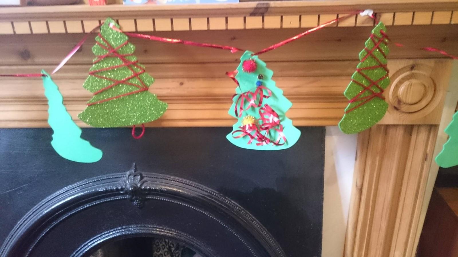 christmas-craft-tree-garland-toddler
