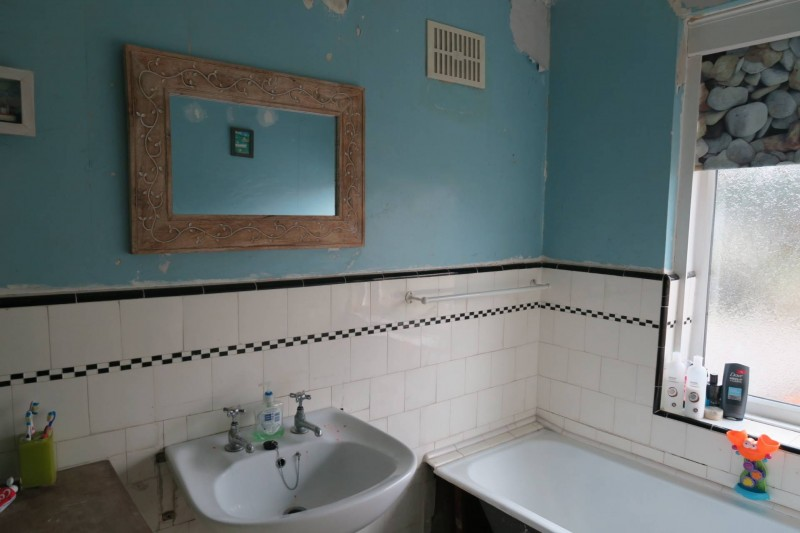 Bathroom Needs my dream bathroom makeover #tilemountainfacelift - midwife and life
