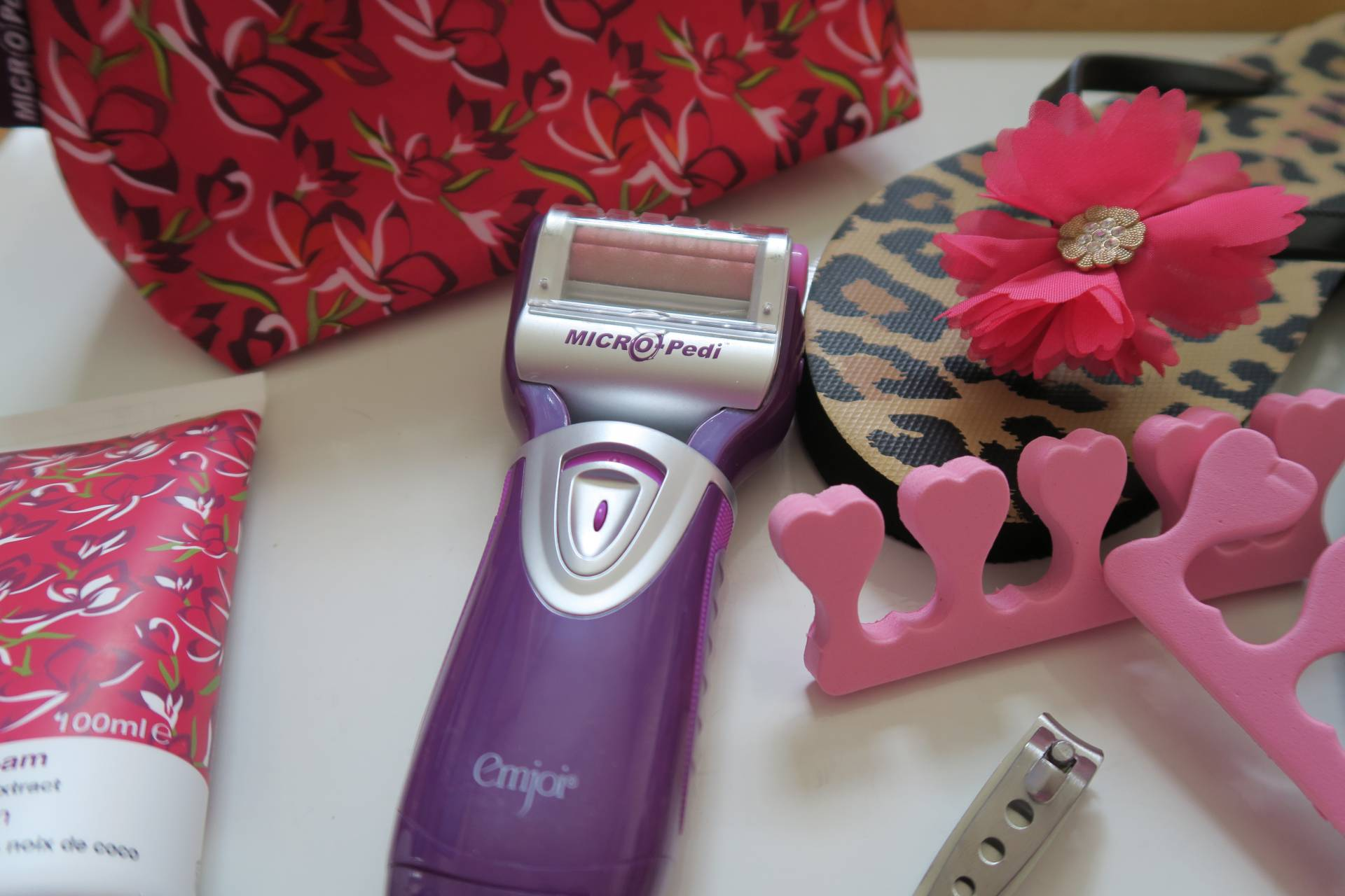 Read my review of the emjoi micro pedi gift set with extras, a must for your feet!