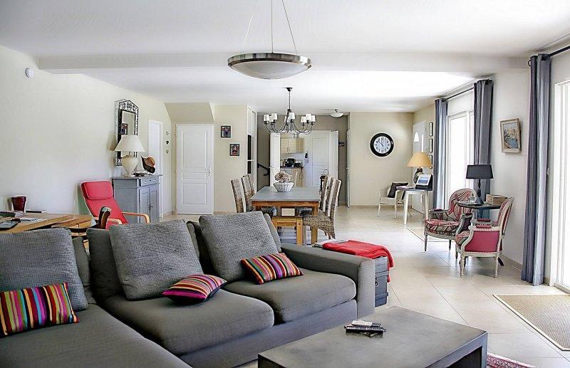 living-room-1523480_1920-1