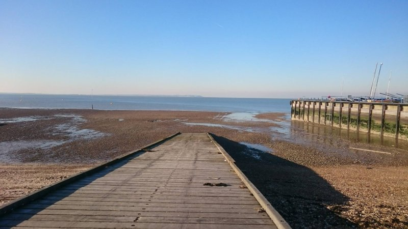 whitstable-harbour-high-street-town-kent-local-day-out-family