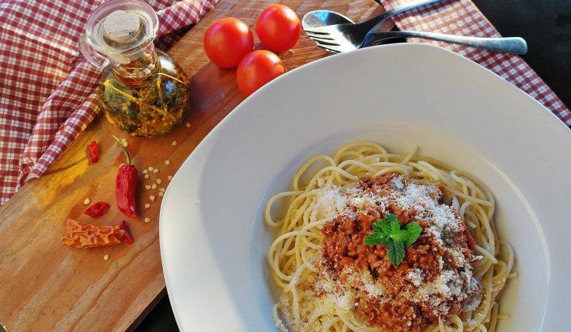 spaghetti-bolognese-family-staple-dinners