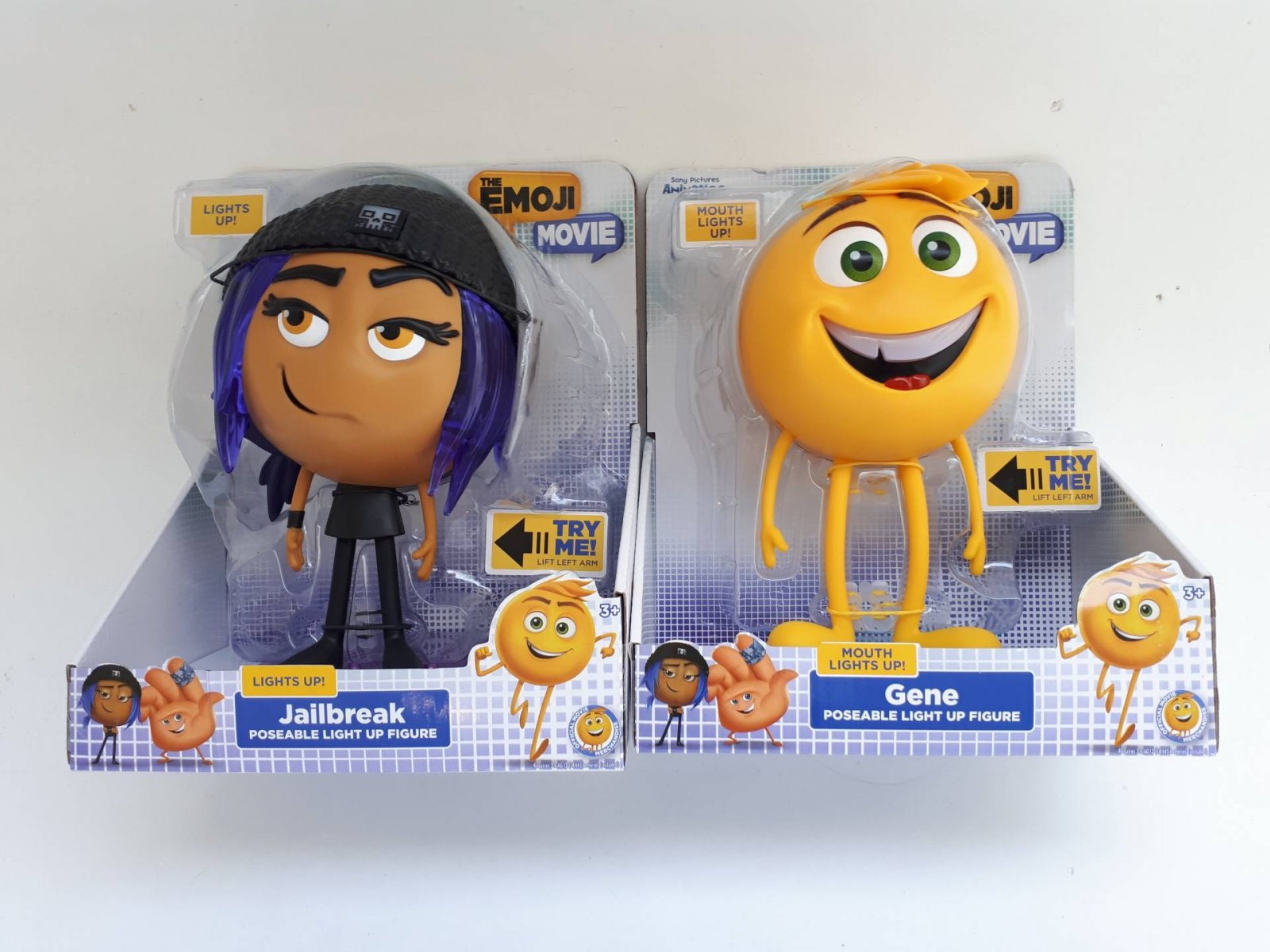 Emoji 8 inch Light Up Articulated Figures Review