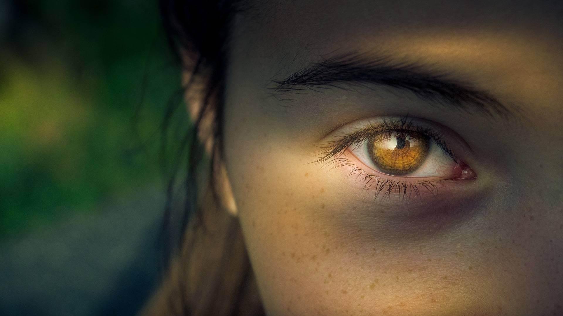 reduce-eye-puffiness