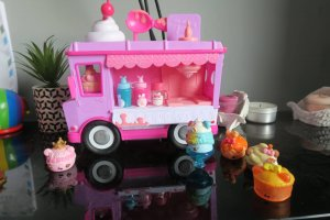 num-noms-lip-gloss-truck-review-midwifeandlife.com
