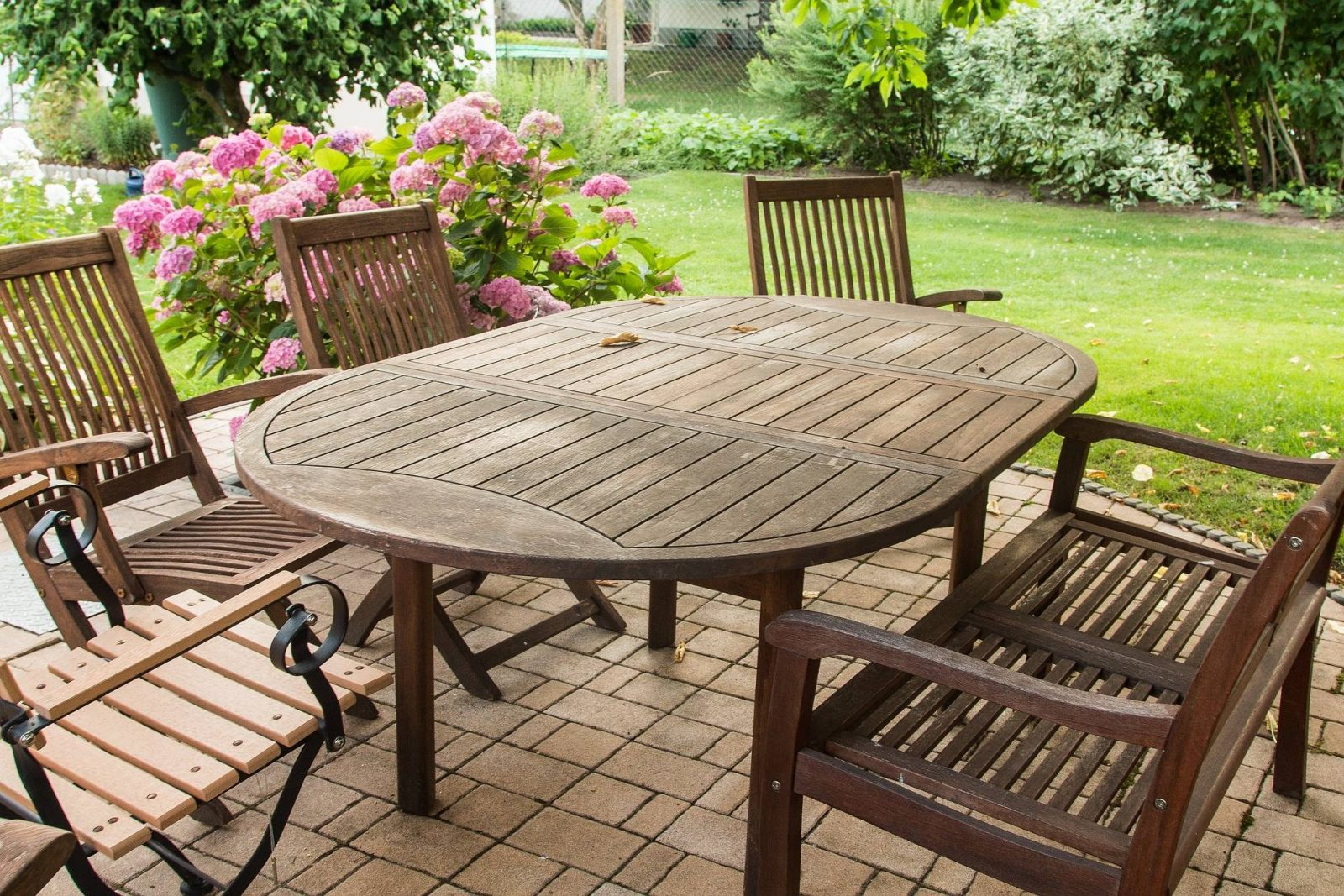 7 tips to keep in mind while buying outdoor furniture