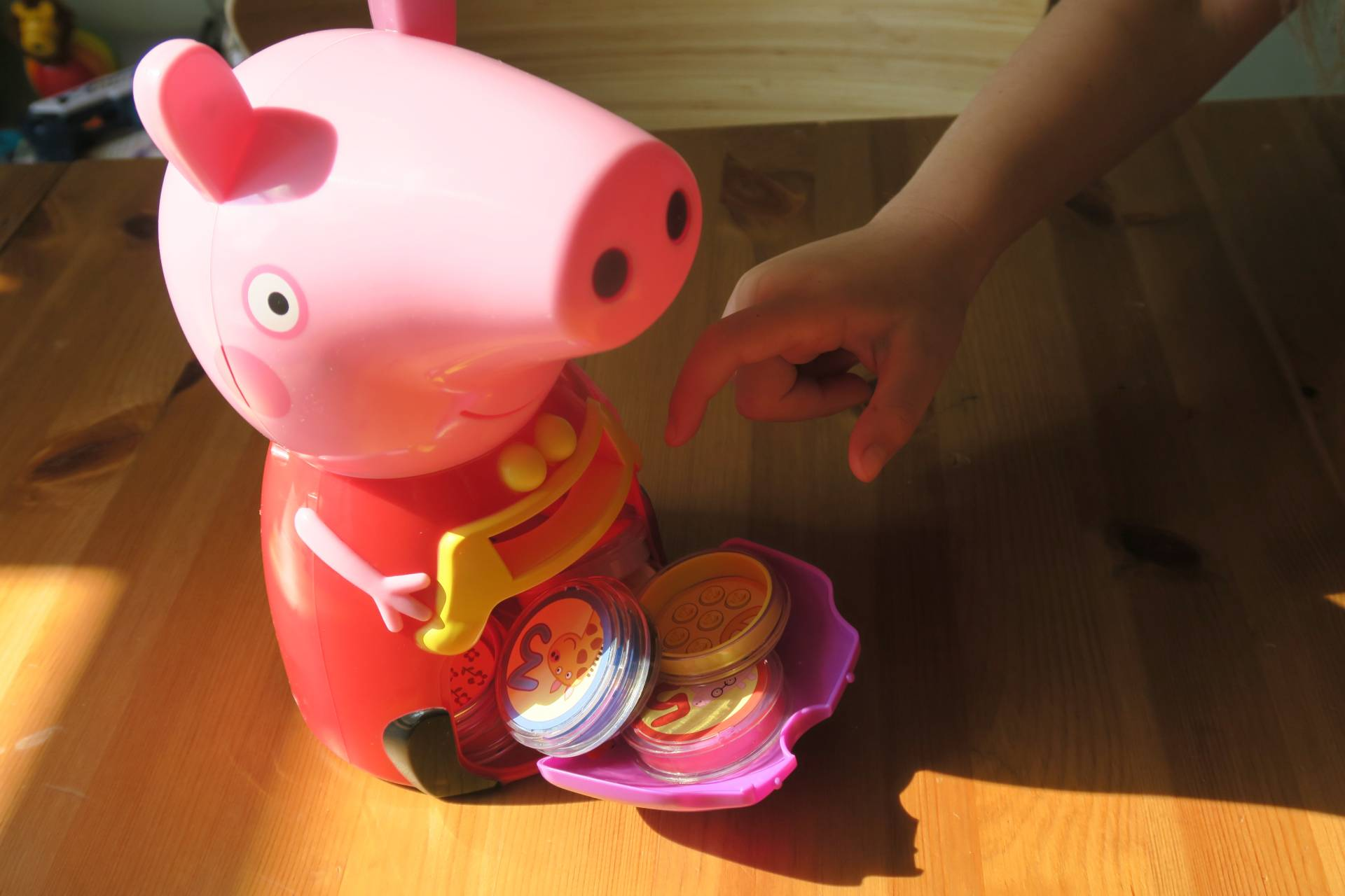 peppa-pig-count-with-peppa-interactive-money-box-review-giveaway-midwifeandlife.com